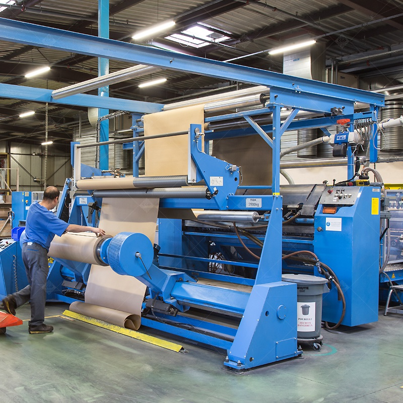 Space fabrication products for industrial use from paper and cardboard